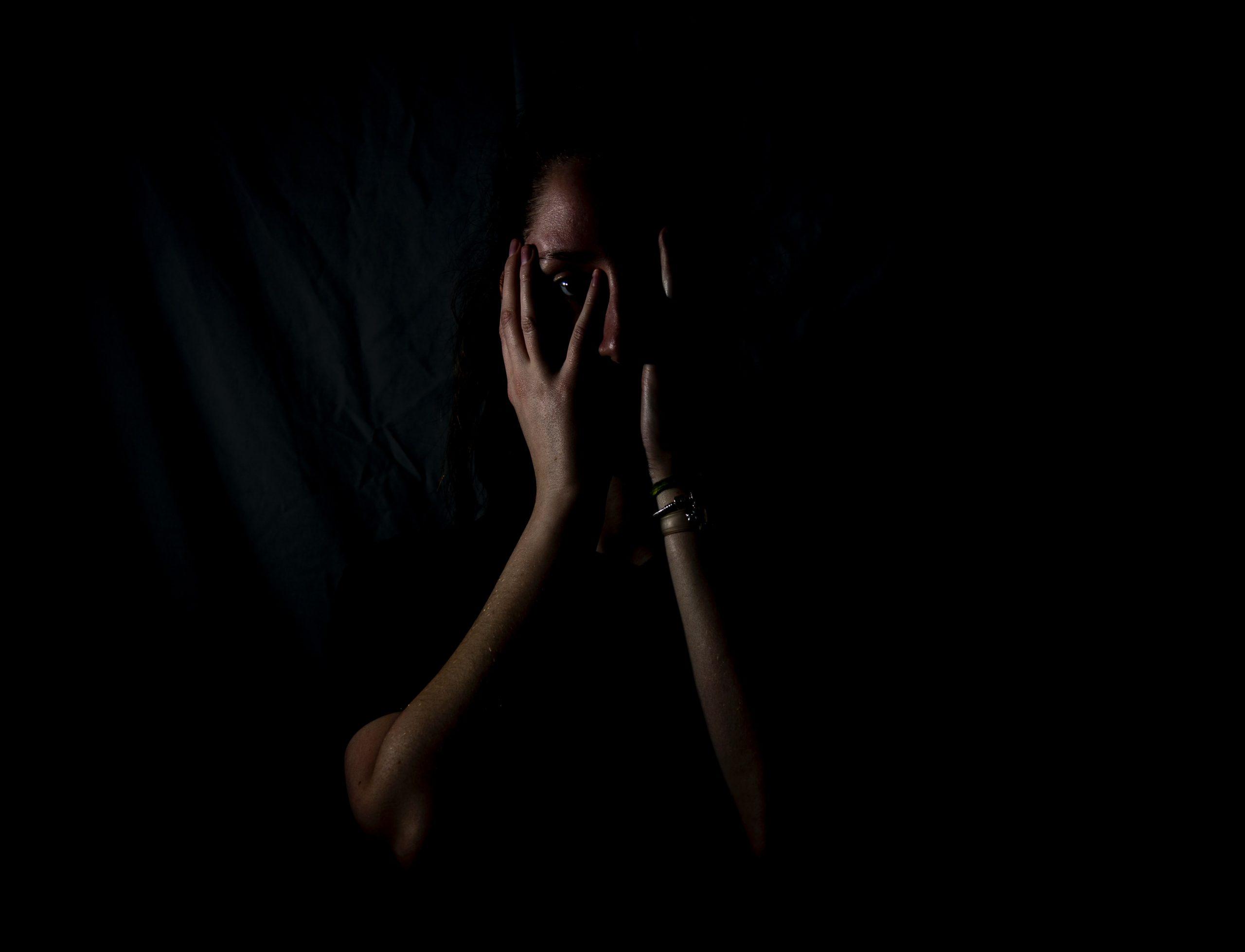 Victime de violence conjugale dans l'obscurité